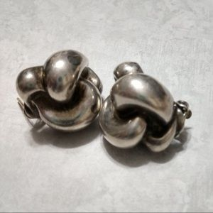 Vintage knotted earrings